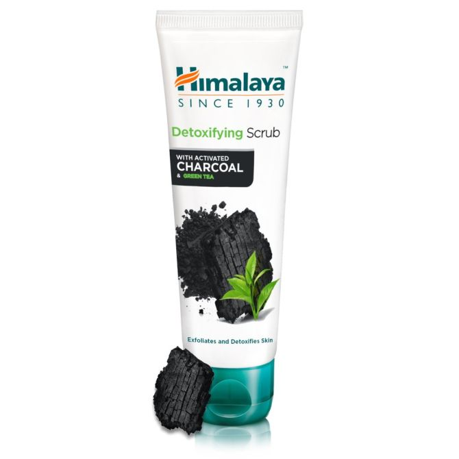 Detoxifying Scrub with Activated Charcoal and Green Tea
