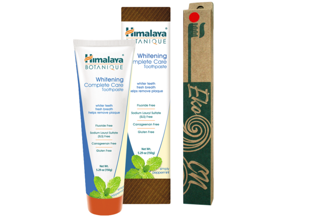 PROMO: Bamboo toothbrush for Adults + Whitening Complete Care Simply Peppermint